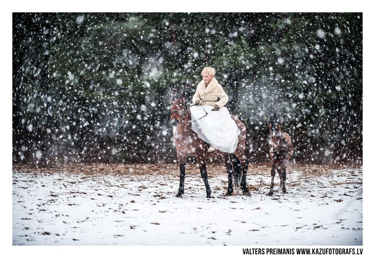 kāzu foto ziemā (kāzu fotogrāfs - Valters Preimanis)